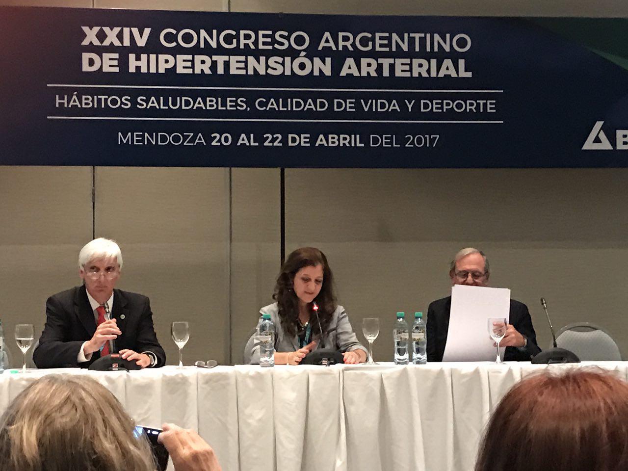 Dra. Judith Zilberman, Coordinadora del Grupo FIAI HIPERTENSIÓN asumiendo la Presidencia de SAHA